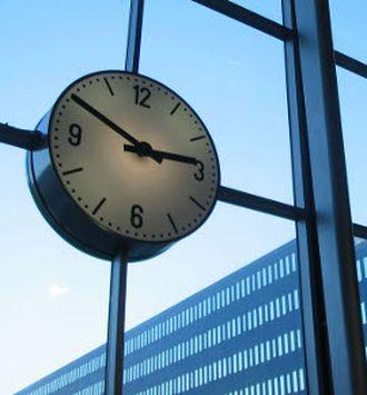 Ze względu na zmianę czasu lokalnego zmianie ulegają godziny handlu